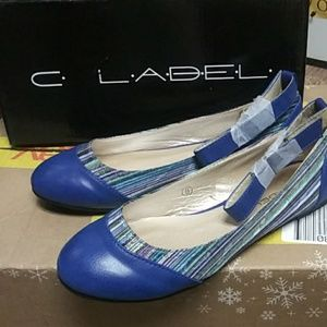 NEW IN BOX!! WOMENS SHOES